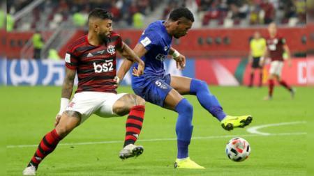 Gabriel Barbosa alias Gabigol (kiri) menjadi salah satu pemain Flamengo yang harus diwaspadai Liverpool pada partai final Piala Dunia Antarklub 2019, Minggu (22/12/19) dini hari WIB. - INDOSPORT
