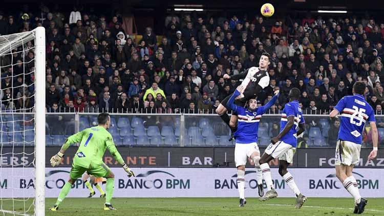 Cristiano Ronaldo membobol gawang Emil Eduardo pada laga Sampdoria vs Juventus di Liga Italia 2019-20, Kamis (19/12/19). Copyright: Twitter/@juventusfc