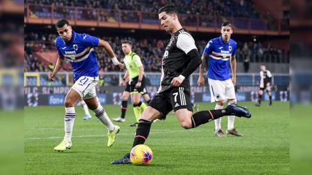 Detik-detik gol spektakuler Cristiano Ronaldo membobol gawang Emil Eduardo pada laga Sampdoria vs Juventus di Liga Italia 2019-20, Kamis (19/12/19). - INDOSPORT