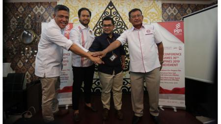 Wakil Ketua PBVSI, Bambang Suaedi (kanan), bersama Direksi PT PGN menggelar evaluasi SEA Games 2019. - INDOSPORT