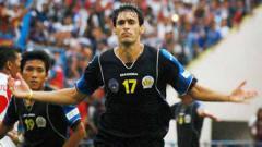 Indosport - Mantan pemain Arema, Esteban Javier Guillen menjadi salah satu kandidat pelatih baru Singo Edan di Liga 1 musim depan.