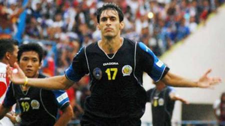 Tertantang ketatnya Liga 1 Indonesia, pelatih asal Uruguay ini bisa menjadi alternatif pengganti Mario Gomez di Arema FC. - INDOSPORT