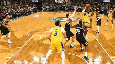 Lakers vs Bucks dalam pertandingan NBA - INDOSPORT