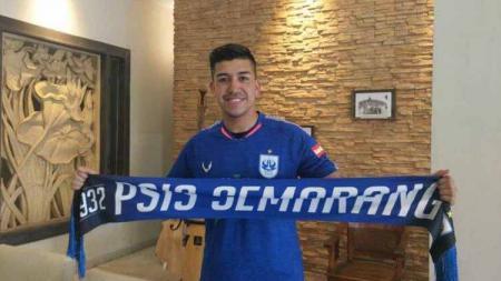 Beberapa hari terakhir, PSIS Semarang dirumorkan sudah memperpanjang salah satu pemain asingnya yakni Jonathan Eduardo Cantillana Zorilla dengan kontrak dua tahun ke depan. - INDOSPORT
