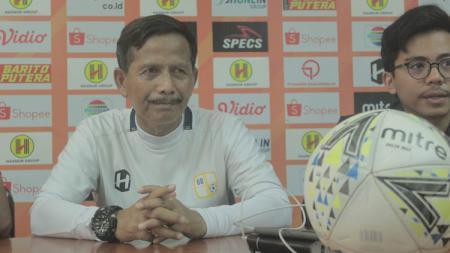 Pelatih Barito Putera, Djajang Nurdjaman, memberikan keterangan pers menjelang laga pamungkas Liga 1 2019. - INDOSPORT
