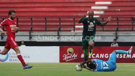 Persebaya Surabaya berhasil menutup laga Liga 1 2019 terakhirnya dengan kemenangan, dalam hasil pertandingan 2-1 melawan Perseru Badak Lampung, Sabtu (21/12/19). - INDOSPORT