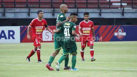 Pentolan Bonek Andie Peci turut angkat bicara usai Persebaya menang atas Perseru Badak Lampung FC, Sabtu (21/12/19). - INDOSPORT