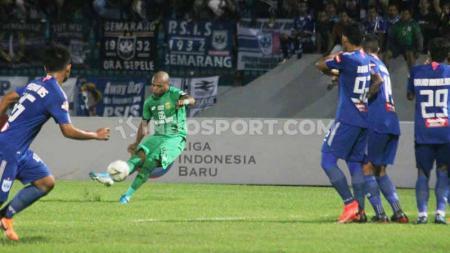 Pelatih PSIS Semarang, Bambang Nurdiansyah, menganggap timnya kurang beruntung saat kalah dari Bhayangkara FC dalam pertandingan pamungkas Liga 1 2019 di Stadion Moch Soebroto, Magelang, Sabtu (21/12/19) malam. - INDOSPORT