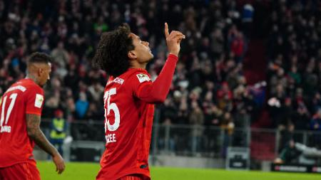 Pemain Bayern Munchen, Joshua Zirkzee, merayakan gol ke gawang Wolfsburg dalam lanjutan pekan ke-17 Bundesliga Jerman di Allianz Arena, Sabtu (21/12/19). - INDOSPORT