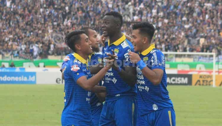Selebrasi Pemain Persib Bandung, Ezechiel N