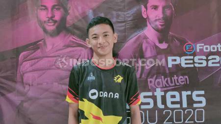Pemain Pro Evolution Soccer (PES) asal Indonesia, Rizky Faidan selangkah lagi gabung tim eSports Thailand, ia berambisi untuk bermain di Thai e-League Pro 2020 mendatang. - INDOSPORT