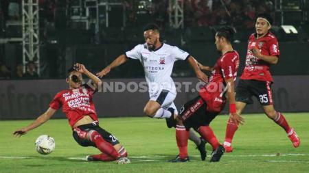 Hasil pertandingan Liga 1 2019 Bali United vs Madura United memperlihatkan kisah pesta juara yang ternoda. - INDOSPORT