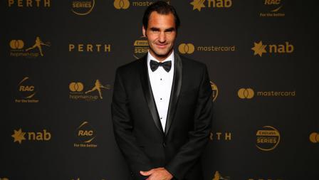 Roger Federer dalam balutan busana formal saat menghadiri gala malam tahun baru 2016.