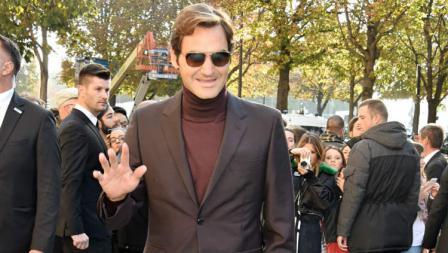 Kerap mengenakan tampilan formal nan kece, Roger Federer disebut mirip James Bond di luar lapangan oleh Majalah GQ.