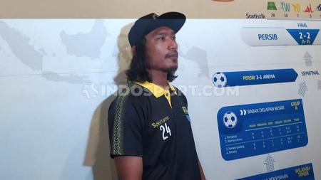 Hariono mempersembahkan golnya ke gawang PSM Makassar, pada laga pamungkas Liga 1 2019, Minggu (22/12/19) untuk Bobotoh. - INDOSPORT