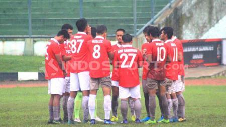 Pemain PSKC Cimahi dan Persekat Kabupaten Tegal, pada pertandingan babak 8 besar wilayah barat Liga 3 Nasional 2019 di Stadion Siliwangi, Kota Bandung, Kamis (26/12/19). - INDOSPORT