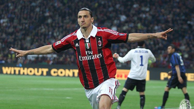 Zlatan Ibrahimovic saat masih membela AC Milan. Copyright: Twitter/@acmilan