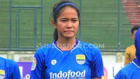 Gelandang Persib Bandung Putri, Siti Latipah Nurul Inayah memiliki motivasi berlipat ganda menghadapi Tira-Kabo Kartini di final leg kedua Liga 1 Putri. - INDOSPORT