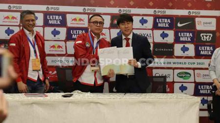 Pelatih anyar Timnas Indonesia, Shin Tae-yong sudah menemukan kelemahan yang dimiliki Timnas Indonesia. Bagi ia permasalahan terbesar Skuat Garuda adalah masalah fisik. - INDOSPORT