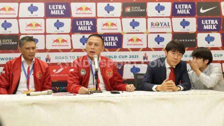 Ketum PSSI Mochamad Iriawan meminta pelatih Timnas Indonesia Shin Tae-yong untuk selalu berada di kantor PSSI. - INDOSPORT