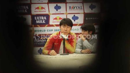 Pelatih baru Timnas Indonesia asal Korea Seatan, Shin Tae-yong, akan mengemban tugas berat karena tidak hanya menangani timnas senior saja. - INDOSPORT