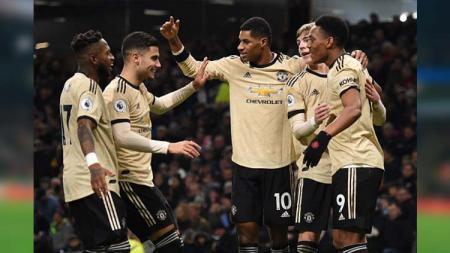 Selebrasi para pemain Manchester United usai Anthony Martial mencetak gol ke gawang Burnley. - INDOSPORT