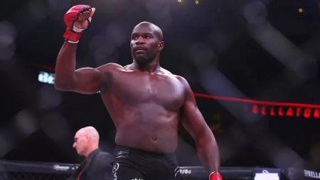 Petarung MMA, Cheick Kongo, mengukir salah satu comeback terbaik di UFC. - INDOSPORT