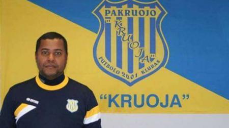 Menyambut awal 2020, pelatih Eropa asal Portugal, Divaldo Alves, meminta Persebaya Surabaya tetap mempertahankan gaya permainan ofensif ala Barcelona. - INDOSPORT