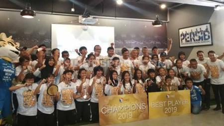 Pelatih Persib Bandung Putri, Iwan Bastian, sudah memiliki rencana untuk menatap musim 2020, setelah timnya meraih gelar juara pada Liga 1 Putri 2019 yang baru pertama kali digelar. - INDOSPORT