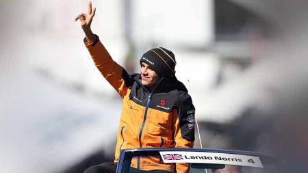 Pembalap muda McLaren, Lando Norris mencurahkan perasaan sedihnya usai Carlos Sainz Jr. memutuskan untuk hengkang ke tim Ferrari pada Formula 1 (F1) 2021. - INDOSPORT