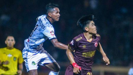Eks pemain Tira Persikabo lainnya, yakni Abduh Lestaluhu yang justru belum nampak batang hidungnya di klub Liga 1, Persebaya. - INDOSPORT