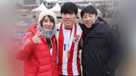 Istri Shin Tae-yong, Cha Young-joo (kiri) membagikan kisah kegagalan Korea Selatan di Piala Dunia 2018 sebelum akhirnya menukangi Timnas Indonesia. - INDOSPORT