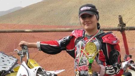 Noora Naraghi, juara motorcross wanita pertama di Iran. - INDOSPORT