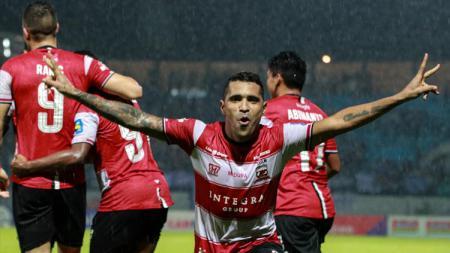 Klub asal Jawa Timur Madura United resmi amankan striker naturalisasi Timnas Indonesia Beto Goncalves jelang Liga 1 2020 bergulir. - INDOSPORT