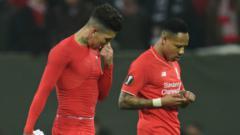 Indosport - Nathaniel Clyne (kanan) bakal dilepas klub Liga Inggris Liverpool dalam waktu dekat ini.