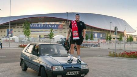 Suporter Liverpool Ini akan menyetir mobilnya ke Turki jika Liverpool masuk final Liga Champions musim ini. - INDOSPORT