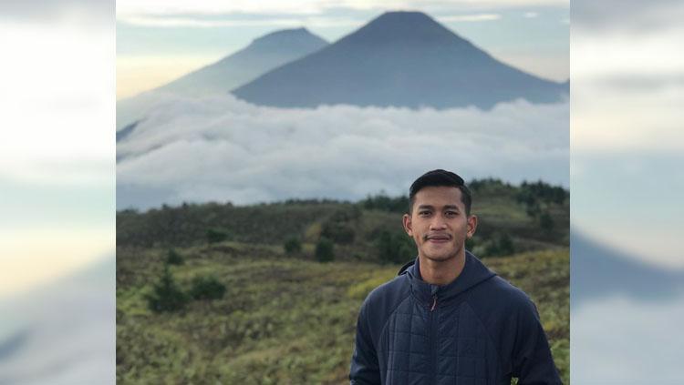 Pemain Persib, Indra Mustafa mendaki Gunung Prau. Copyright: Instagram@indra_mustaffa