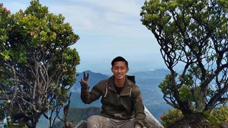 Pemain Persib Bandung Agung Mulyadi mendaki Taman Nasional Gunung Gede (Pangrango). Copyright: Instagram/@agungmulyadi14