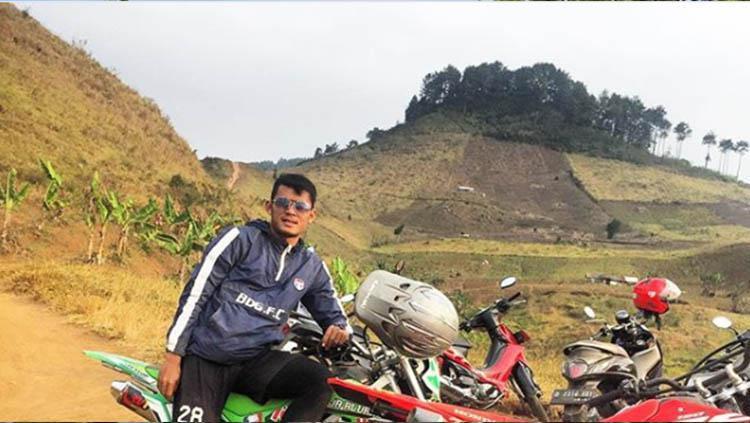 Pemain Persib Bandung Puja Abdillah ketika mendaki gunung. Copyright: Instagram/@puja_alvarest