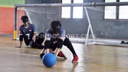 Pelatnas Timnas Goalball Indonesia menuju ASEAN Para Games di GOR Baturan, Karanganyar, Kamis (02/01/20). - INDOSPORT