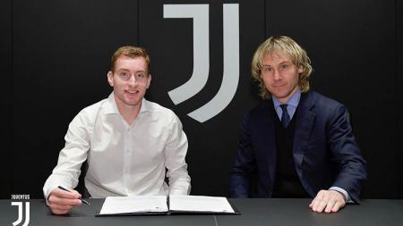 Raksasa Serie A Liga Italia, Juventus, sukses mengamankan jasa Dejan Kulusevski. Memiliki kemampuan ubah taktik, dirinya dianggap bak Arjen Robben. - INDOSPORT