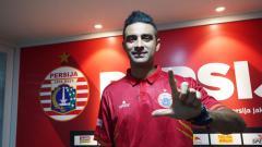 Indosport - Bek naturalisasi Otavio Dutra saat resmi gabung Persija Jakarta.
