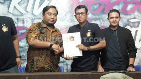 Setidaknya ada 3 eks Arema FC yang dapat dibawa kepala pelatih Joko Susilo usai resmi tukangi klub promosi Liga 1 2020 Persik Kediri. - INDOSPORT