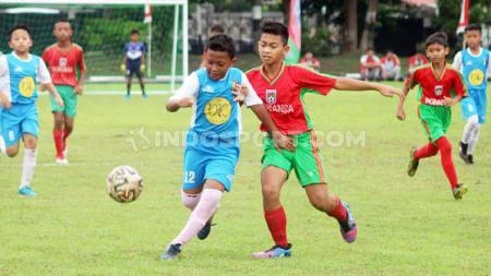 Sebanyak 32 Sekolah Sepak Bola (SSB) mengikuti turnamen bertajuk Kandang Menjangan Cup di Lapangan Markas Grup 2 Kopassus, Sukoharjo. - INDOSPORT