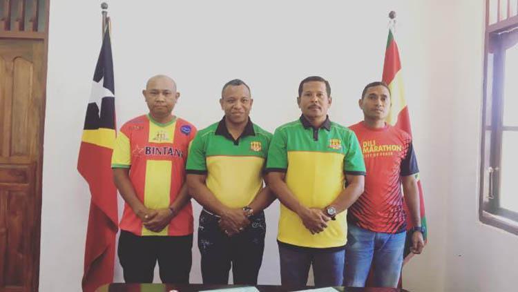 Yance Metmey, pelatih asal Ambon yang berhasil raih treble winner di Liga Timor Leste. Copyright: Facebook@FC Lalenok United