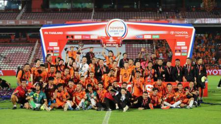 Skuat Prachuap FC seusai menjuarai Piala FA Thailand 2019. - INDOSPORT