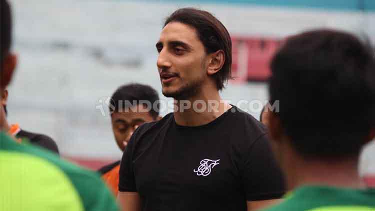 Mahmoud Eid, hadir di Stadion Gelora Delta Sidoarjo. Senin (6/1/20). Copyright: Fitra Herdian/INDOSPORT