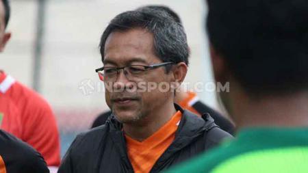 Aji Santoso menggejot fisik pemain Persebaya Surabaya saat TC di Yogyakarta. - INDOSPORT