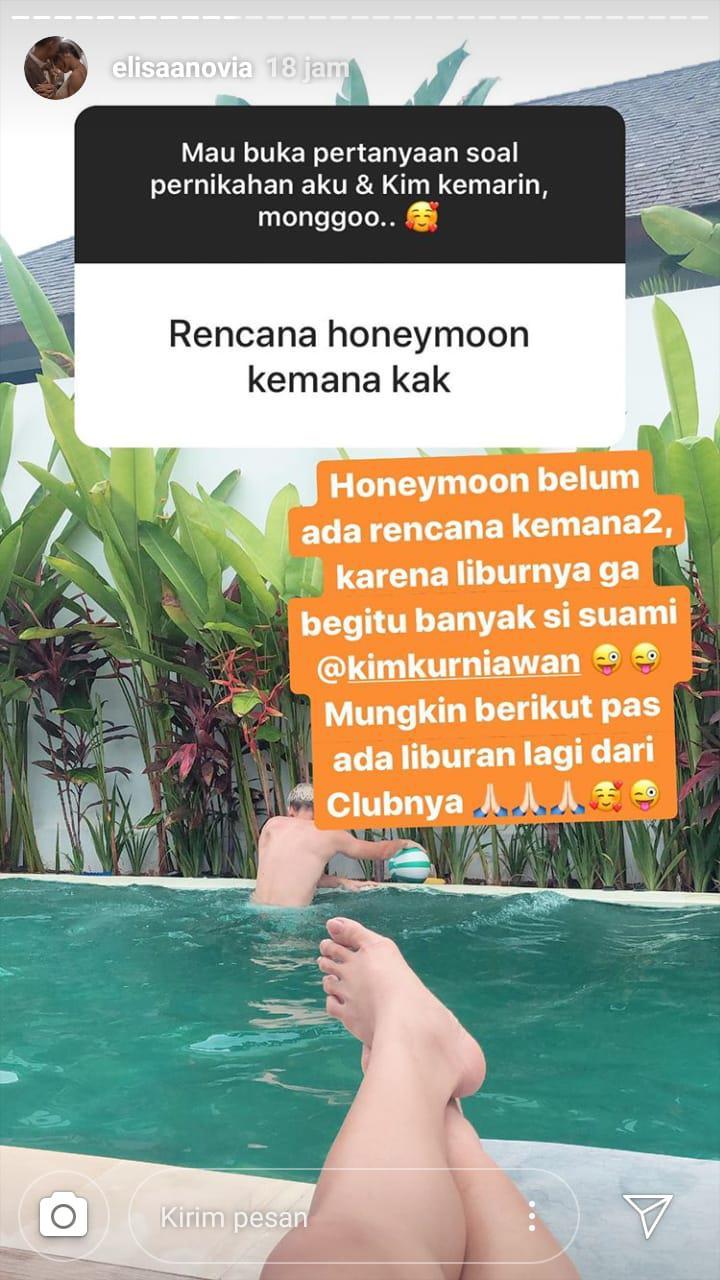 Istri Kim Jeffrey Kurniawan, Elisabeth Novia Makalew, membagikan kabar penundaan honeymoon karena kesibukan suaminya yang pemain Persib Bandung. Copyright: Instagram/@elisaanovia