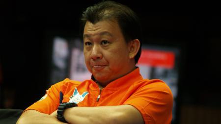 Asisten pelatih tunggal putra Malaysia, Tey Seu Bock angkat suara perihal Lee Zii Jia yang juara All England 2021 dengan absennya Indonesia hingga China. - INDOSPORT